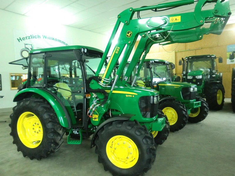 traktor john deere 5055e allrad mit frontlader. Black Bedroom Furniture Sets. Home Design Ideas